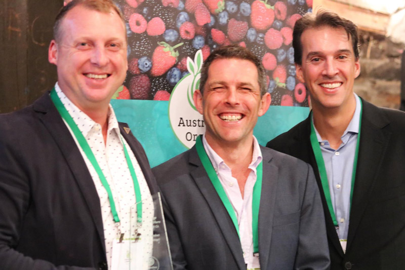 l ro r: Mitch Watson (Co-owner, Daylesford & Hepburn), Andrew Monk (Chair, Australian Organic), Matt Welsh OAM (MC of the 2016 Australian Organic Awards of Excellence) Image supplied